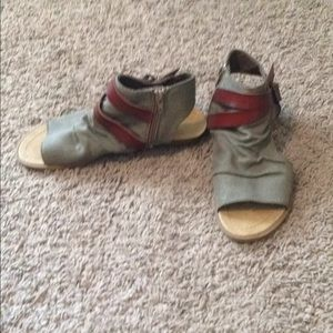 Blowfish sandal size 8